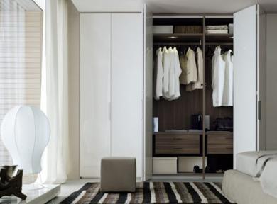 现代纯白亮光衣柜