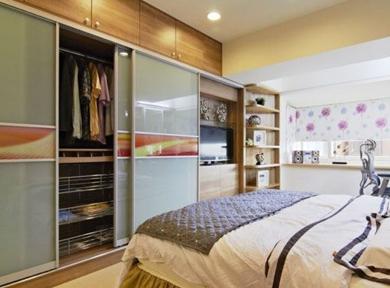 现代多层实木衣柜